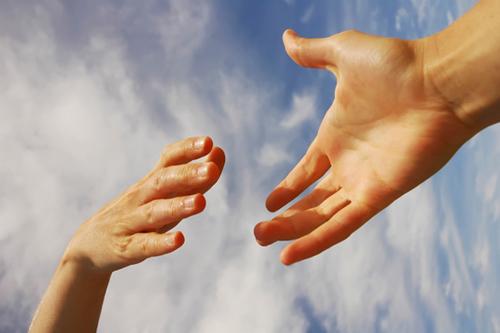 Aiutare gli altri fa bene (e allunga la vita!)
